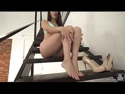 Lilu moon loves to use her feet