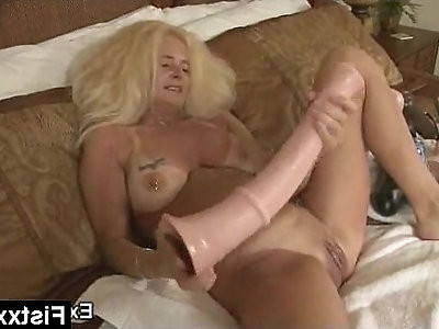 Alluring Fisting Lady Screwed Hard