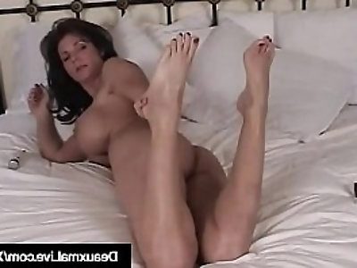 Texas Cougar Deauxma Gets Naked Shows Off Her Feet Soles