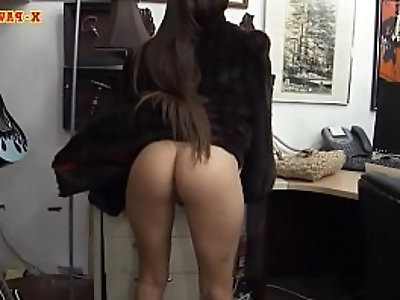 Babe in furcoat gets pussy pounded by pawn guy